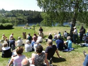 """Eieren av gården, Karl Vagnsnes, mentorer Terje og Astri Sandkjær fortalte om gården og innspillingen av """"Farmen""""."""