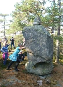 Ruggesteinen er et skjeldent naturminne og grensemerke mellom Grimstad, Herefoss og Birkenes.